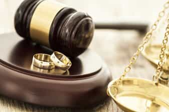 Gavel, two wedding rings, and the scales of justice - all resembling divorce in Oklahoma (fault and no-fault)